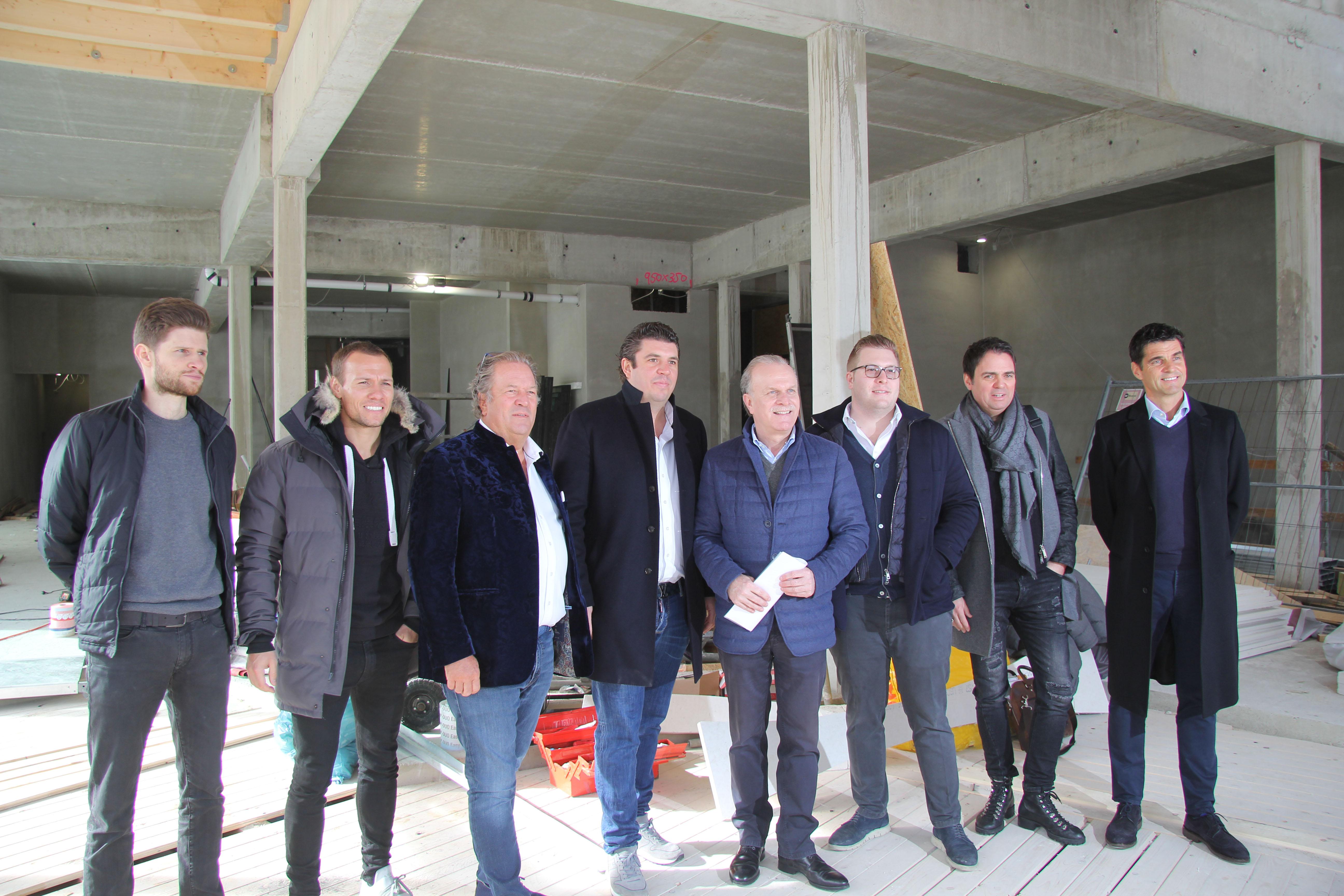 Mike Lindner mit seinen neuen Kollegen des Nautic Clubs