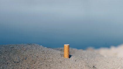 Zigarette am Strand