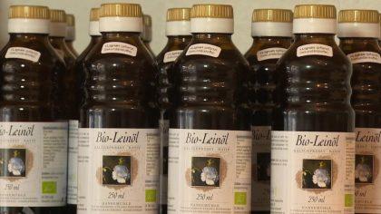 Leinöl aus der Flachspflanze